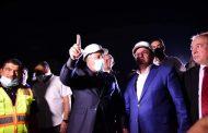 رئيس اتحادي المقاولين العرب والعراقيين الاستاذ ( #علي_فاخر_السنافي ) ومحافظ كربلاء المقدسة المهندس ( نصيف جاسم الخطابي ) يقومان بجولة ليلية على مشروع انشاء شارع المخازن بالمحافظة